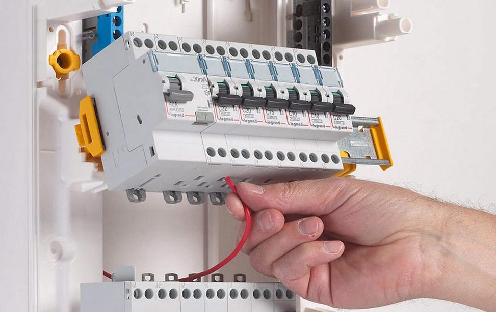 Instalatii electrice, iluminat si forta